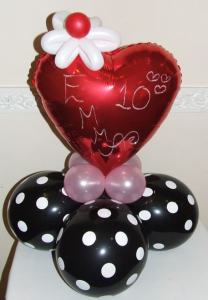 Simple heart balloon display